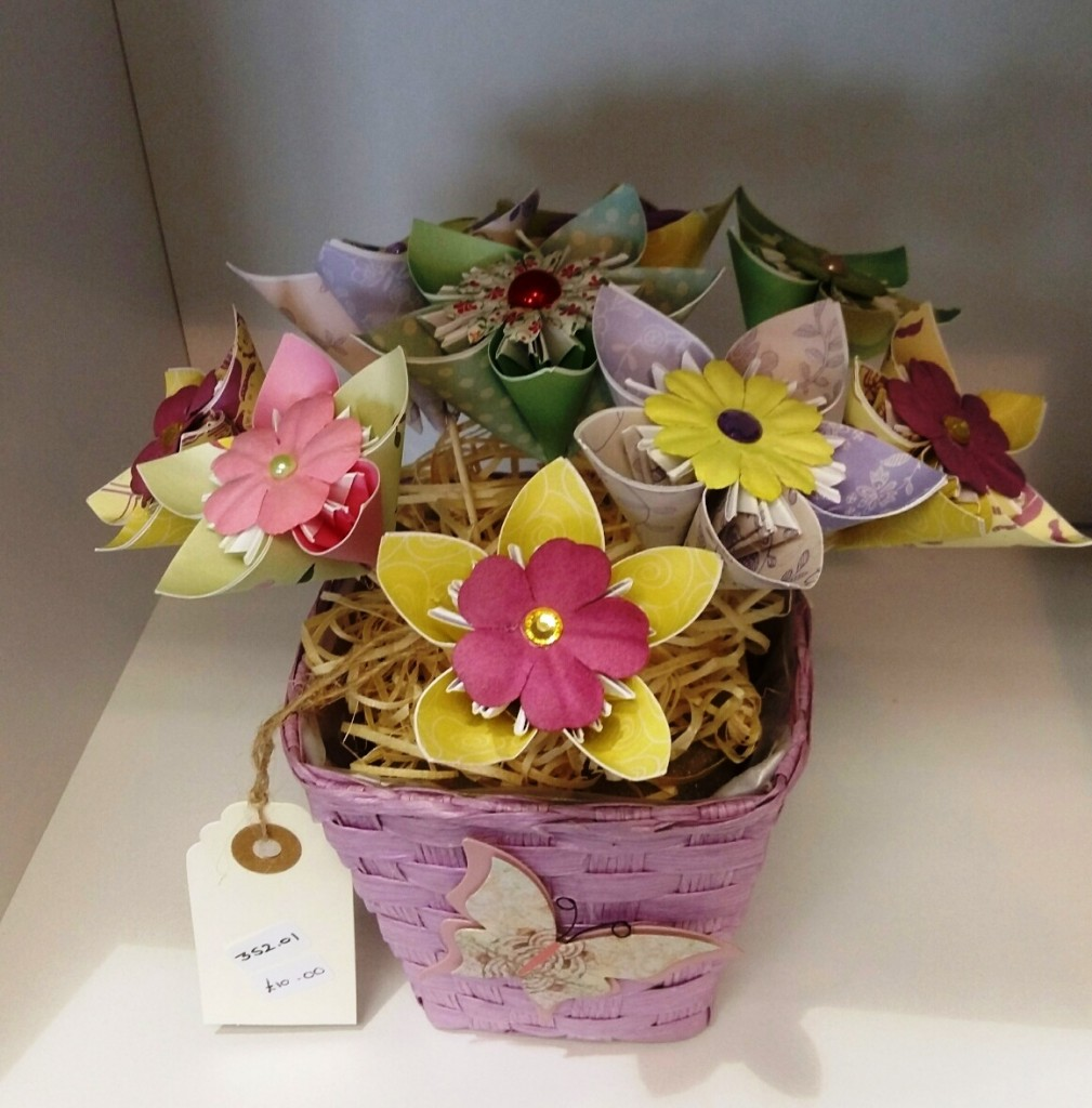 Annette James paer Flowers & Button Craft