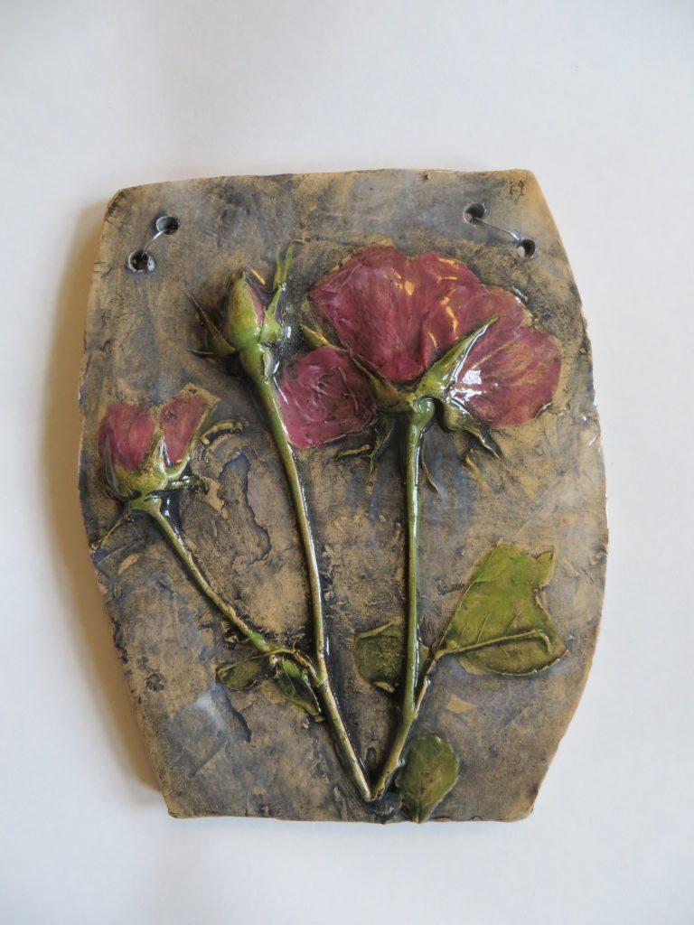 Sarah Caputo - 3 Roses plaque - Ceramic - 16 x 13 cm - £25